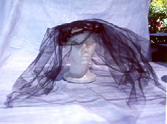 [Woman's mourning hat]